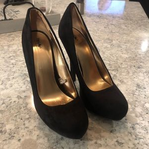 Black Mossimo suede heels size 9